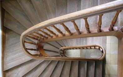 Pisos de madera pimar decks escaleras p rgolas for Tipos de pisos para escaleras