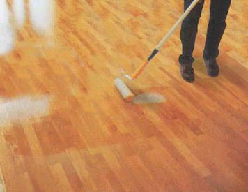 Colocaci n de pisos de madera pulido y plastificado - Como reparar un piso de parquet levantado ...